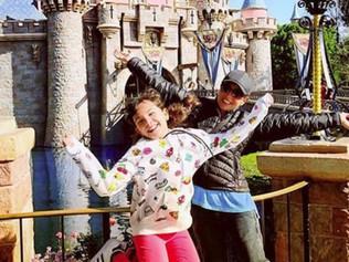 Thalía se va de paseo con sus hijos a Disneyland