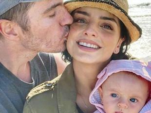 Aislinn Derbez y Mauricio Ochmann no bautizarán a su hija Kailani
