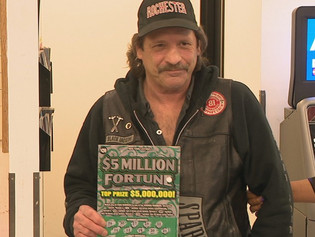 Él sólo quería tomar una taza de café y terminó ganando la lotería