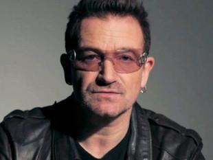 Bono sufre aparatosa caída en el escenario y sigue cantando
