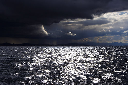 TITICACA LAKE - IN FRONT THE STORM