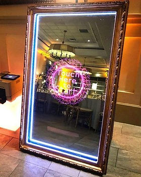 magic-mirror-photo-booth-with-custom-des