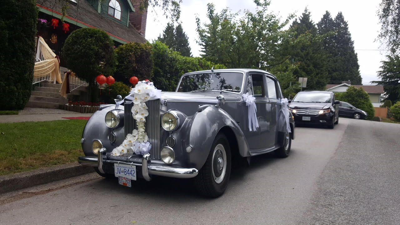ultimate-limo-vintage-car-rentals-1_3_or