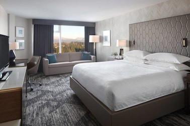 yvrsi-guestroom-8235-hor-clsc.jpg