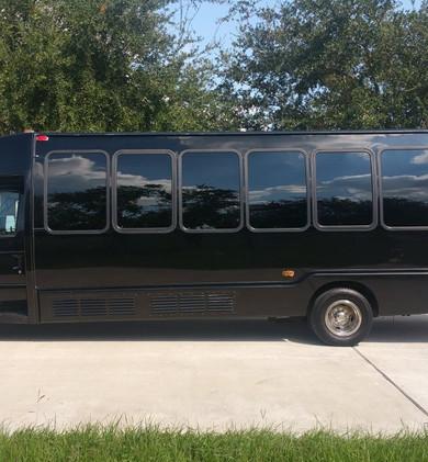 2008-krystal-ford-e450-limo-bus-5ba97333