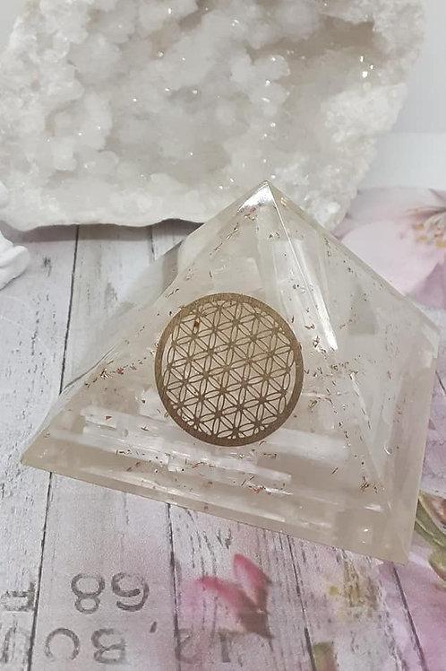 Pyramide Orgonite Sélénite Fleur de Vie