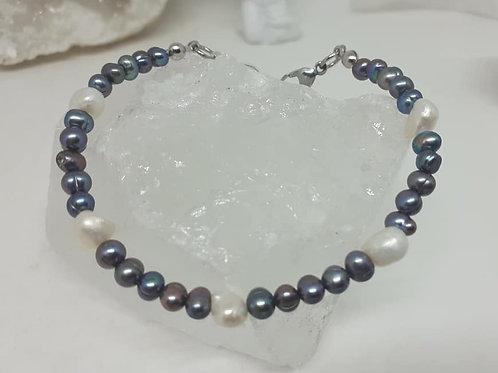 Bracelet Perles d'Eau douce grises et nacrées