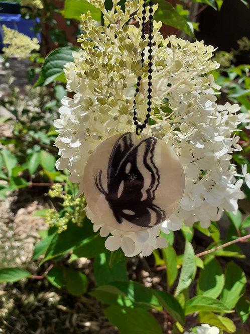 Collier Nacre impression papillon