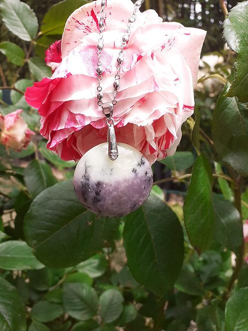Collier pendentif rond en Opale Violette Extra