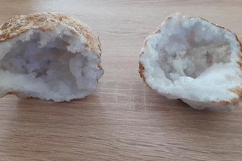 Géode de Quartz Entière (10 à 15 cm)