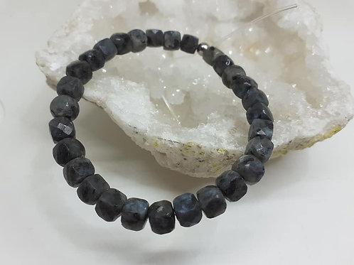 Bracelet Labradorite noire à facettes