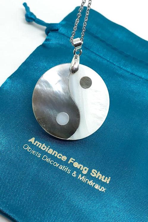 Collier pendentif Yin Yang en nacre véritable