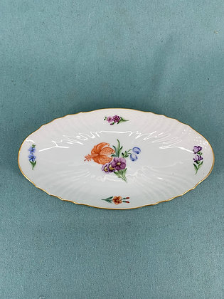 Nr: 493/1689 - Fad Let Saksisk Blomst Royal Copenhagen RC