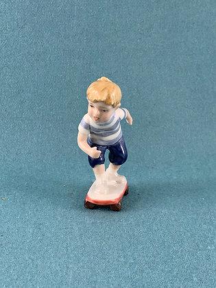Nr: 266 - Dreng på Skateboard Royal Copenhagen
