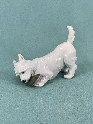 Nr: 145 / 3476 - Hund Terrier med sutsko i munden Royal Copenhagen RC