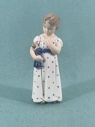 Nr: 3539 - Pige med dukke Royal Copenhagen RC