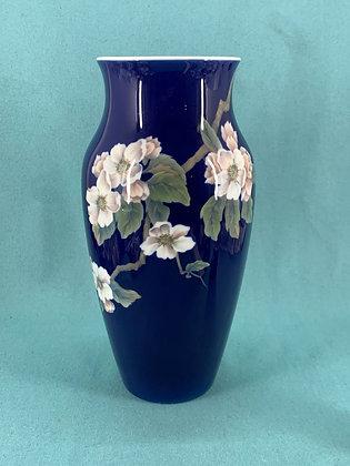 Nr: 279/137 - Vase Frugtgren med blomster på dyb blå Royal Copenhagen RC