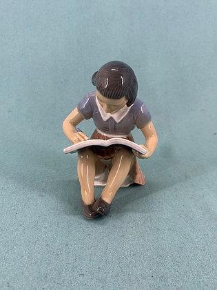 Nr: 1332 - Ellen læsende pige Dahl Jensen