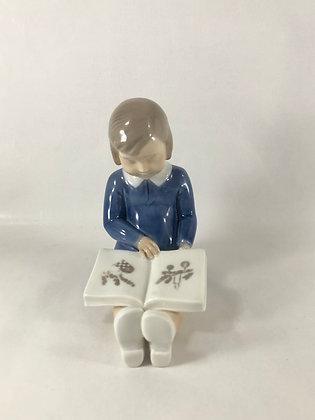 Nr: 2247 - Pige med bog B&G
