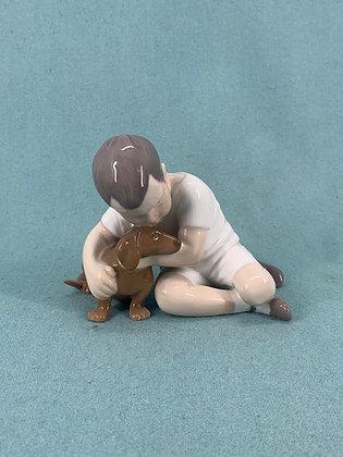 Nr: 1951 - Dreng med gravhund Bing og Grøndahl B&G