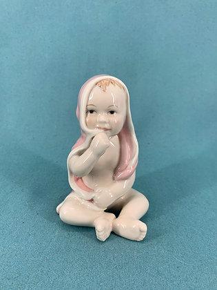 Nr: 021 - Pige Baby med lyserød badekåbe Royal Copenhagen RC