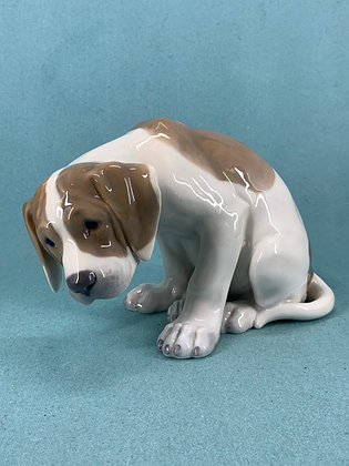"Nr: 1453/318 - Hund Labrador hvalp ""Bob"" Royal Copenhagen RC"