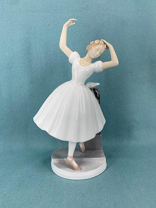 Nr: 2300 - Sjælden Ballerina / Balletpige med due Bing og Grøndahl B&G