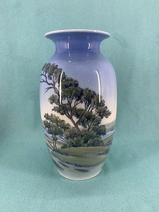 Nr: 1551/806 - Vase med landskab Royal Copenhagen RC