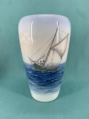 Nr: 1930/750 - Vase med skibe Royal Copenhagen RC
