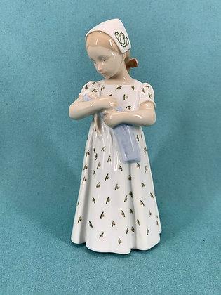 Nr: 1721 - Mary, Pige med dukke Bing og Grøndahl B&G