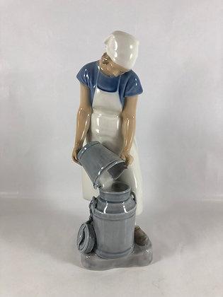 Nr: 2181 - Pige med mælkejunge Bing & Grøndahl