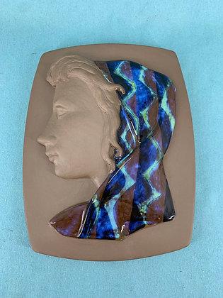 Nr: 160/2798 - Større relief med kvinde iført tørklæde Royal Copenhagen - RC