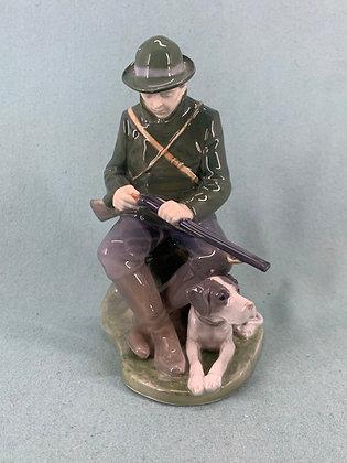 Nr: 1087 - Jæger med hund Royal Copenhagen