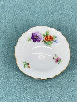 Nr: 493/1503 - Asiet Let Saksisk Blomst Royal Copenhagen RC