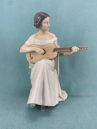 Nr: 416 - Kvinde med guitar Royal Copenhagen RC