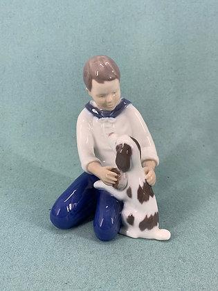 Nr: 2334 - Dreng med hund Bing og Grøndahl B&G