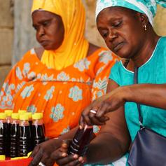 SYAN, groupement de Popenguine. Les femmes préparent du jus de bissap.