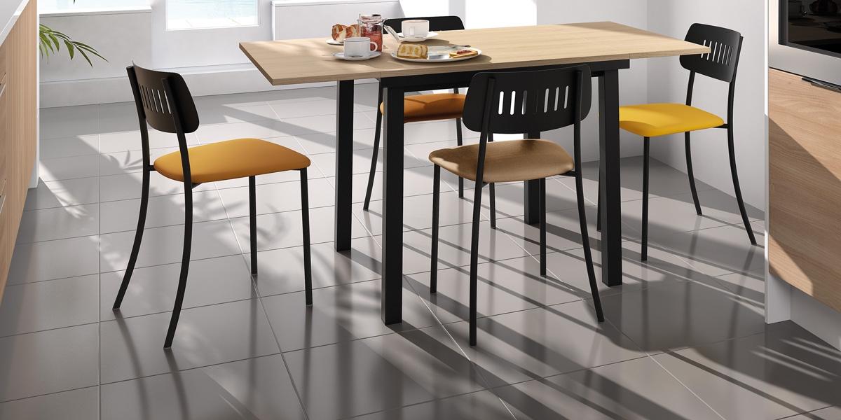 Table VIENNA / chaises MOVIE
