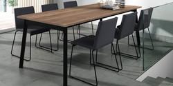 Table VICTORIA / chaises COMO