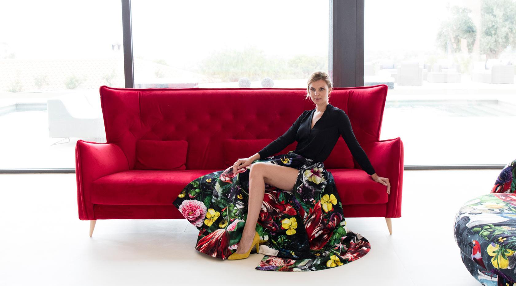 Simone-sofa-rojo-fama-2019-6.jpg