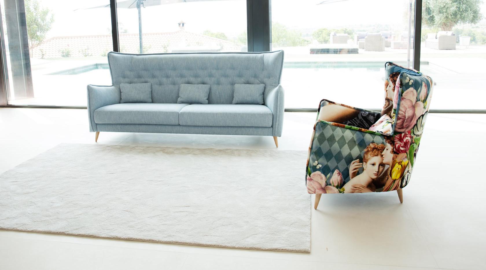 Simone-sofa-azul-fama-2019-1.jpg