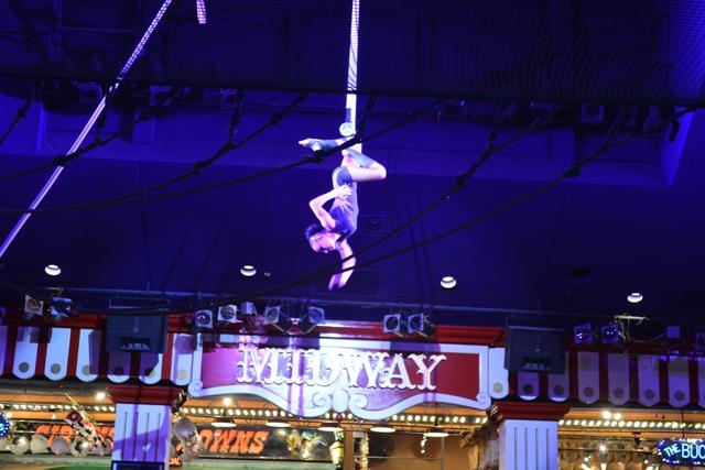 Circus Act サーカスアクト