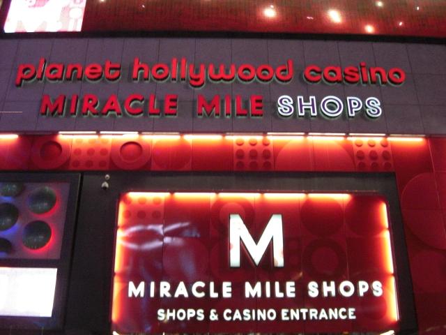 Miracle Mile Shops ミラクルマイルショップス