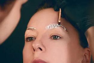 master-makes-eyebrows-eyebrow-lamination