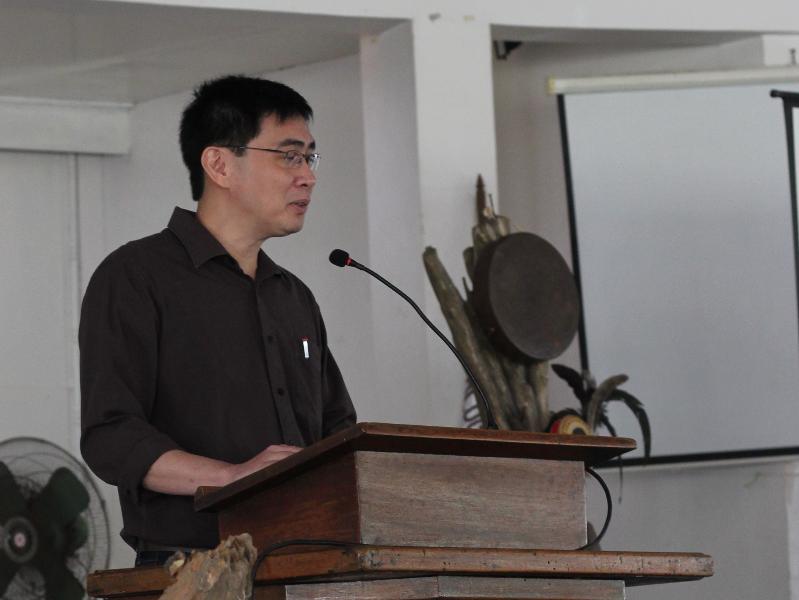 "Prof. Robert Paulino discussing the art of Filipino painter Carlos ""Botong"" Francisco"