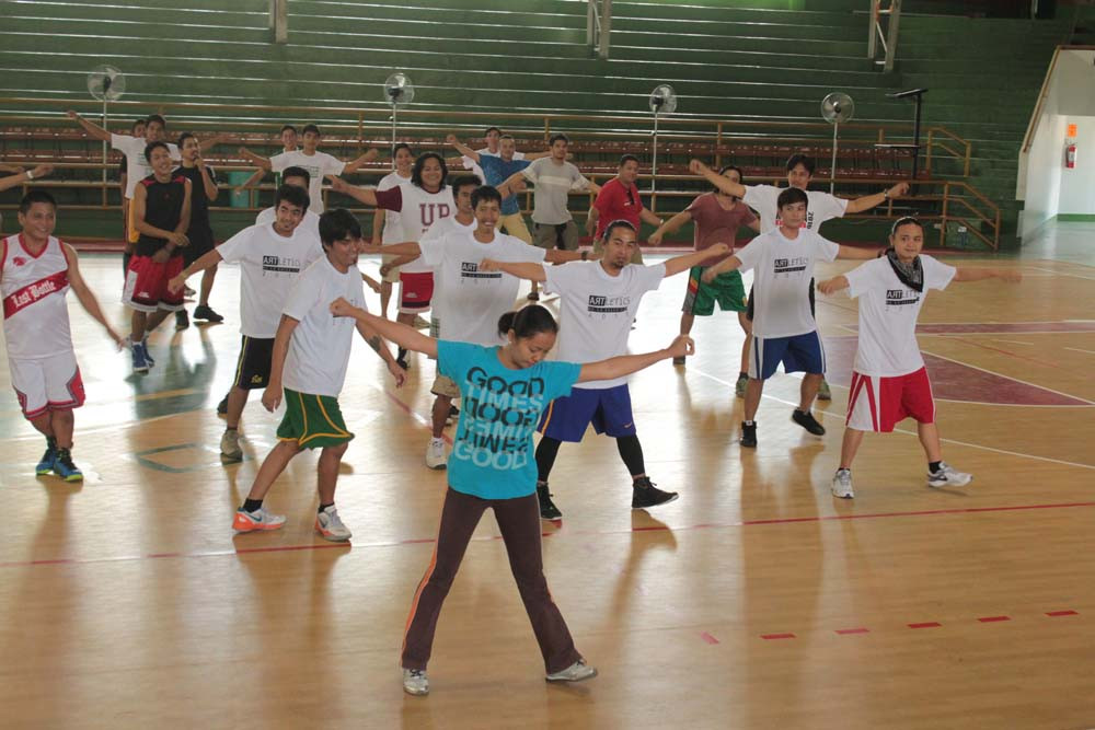 De La Salle Lipa's faculty leads the warm up exercises before a game.