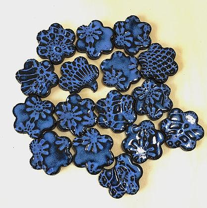 סט 16  פרחים כחולים