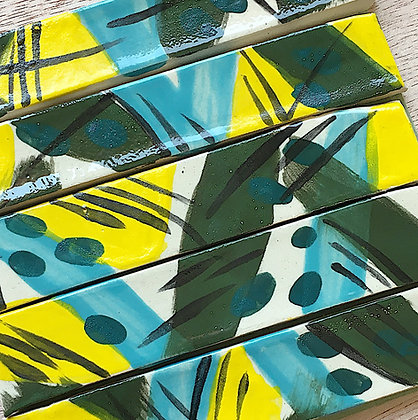 רצועות צבעוניות מצוירות