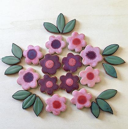 סט של 31 עלים ופרחים בצבעי ורוד וסגול