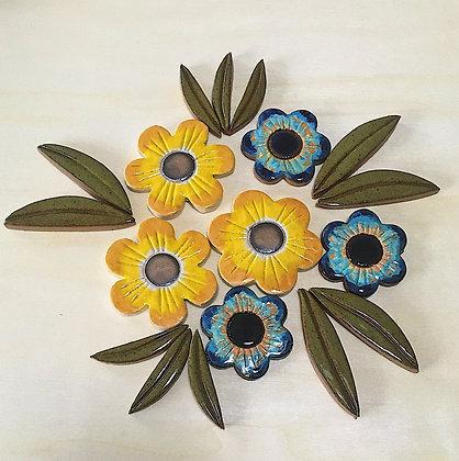 סט 6  פרחים ו 12 עלים מקרמיקה לשילוב בעבודות פסיפס